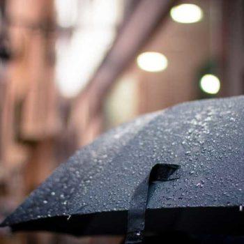 photo parapluie avec pluie