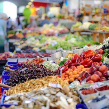 photo étale de fruits et légumes colorés
