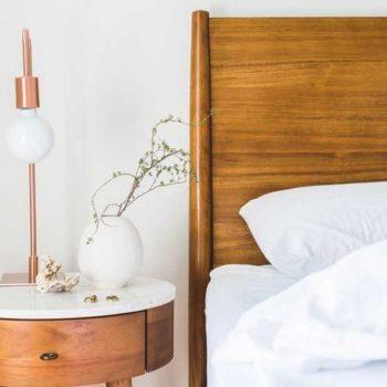 photo chambre hotel en bois et blanc chic