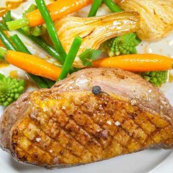 photo canard cuisiné et légumes