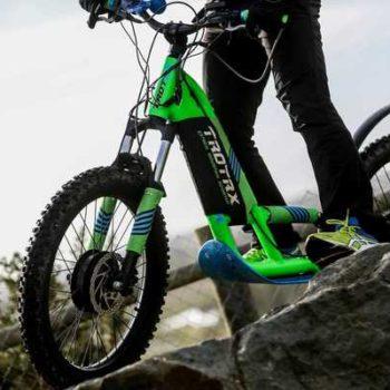 photo vélo sur rochers