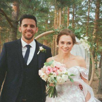 photo mariés chemin de foret