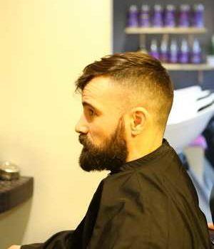 photo homme chez le coiffeur