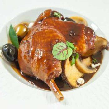 photo canard cuisiné avec aux olives et champignons