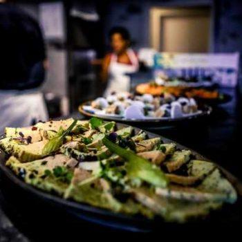 Photo de trois plat sur un plan de travail cuisine la cotraide
