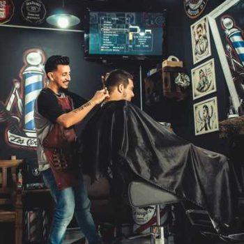 photo barbier avec client