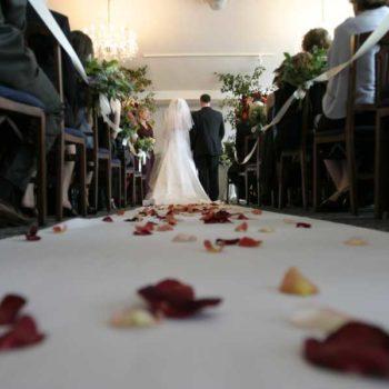 photo allée d'église mariage